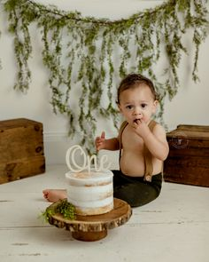 Cake Smash Ideas for Boy Smash Cake First Birthday, Simple First Birthday, Boys First Birthday Party Ideas, Baby Cake Smash, 1st Birthday Pictures, Baby Boy First Birthday, Baby Boy Cakes, Smash Cake For Boys, Rustic Birthday Cake