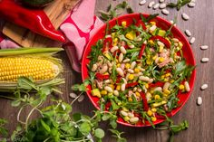 KLASYKA TUŃCZYKA. Sałatka z tuńczykiem, fasolą, kukurydzą, papryką, awokado i rukolą.