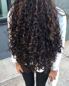 50 Super Ideas For Hair Curly Color Ideas Dyed Curly Hair, Brown Curly Hair, Colored Curly Hair, Curly Hair Tips, Curly Hair Care, Long Curly Hair, Curly Hair Styles, Natural Hair Styles, Highlights Curly Hair