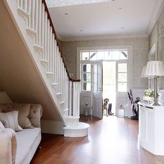 Country hallway pictures and photos for your next decorating project. Find inspiration from of beautiful living room images Country Hallway, White Hallway, Living Room Decor Country, Country House Interior, Interior S, My Living Room, Interior Design, Country Homes, Hallway Inspiration