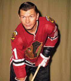 Chicago Blackhawks legend and Hockey Hall of Fame forward Stan Mikita has died at the Blackhawks announced Tuesday. The Blackhawks did not disclose details but said he was with his family. Chicago Blackhawks Players, Blackhawks Game, Hockey Players, Pro Hockey, Hockey Girls, Hockey Mom, Hockey Stuff, Maurice Richard, Pittsburgh Penguins Stanley Cup