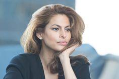 Eva Mendes en coulisses de la campagne New Dimension d'Estée Lauder http://www.vogue.fr/beaute/buzz-du-jour/diaporama/eva-mendes-este-lauder/21740#eva-mendes-pour-este-lauder