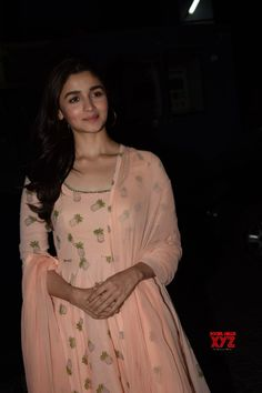 Don't want to be a shining diamond on-screen: Alia Bhatt - Social News XYZ