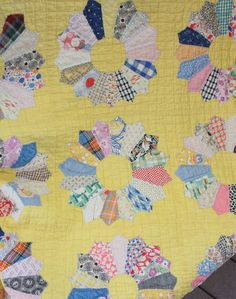 Vintage Yellow Dresden Plate Quilt  - Google Search