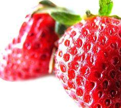 DIY Teeth Whitening - With a strawberry & baking soda... Hmmm...