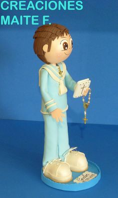 Fofucho niño con traje decomunión, de Marinero.    Totalmente personalizado, el traje, el pelo.    Lleva Rosario y Libro de comunión. ...