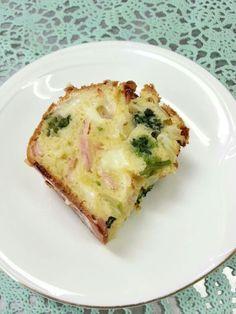 10月31日。おやつは、野菜のケークサレです!138カロリー、たんぱく質5g、塩分0.4gでした♪