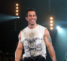 boys Heres a scientific hotness ranking of what your favorite boyband members look like today. Danny Wood, Like Fine Wine, Collage Vintage, Backstreet Boys, New Kids, Gorgeous Men, Boy Bands, Tank Man, Handsome