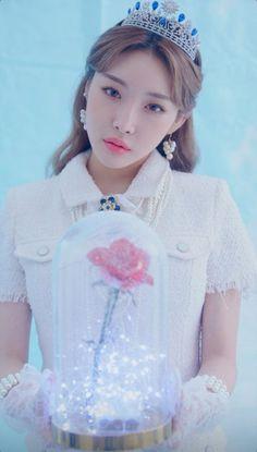 Kpop Girl Groups, Kpop Girls, Chung Ah, Best Kpop, E Dawn, Gorgeous Women, Beautiful, Kpop Outfits, Kpop Aesthetic