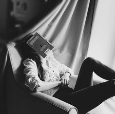 Tired of books, she was ready to enjoy people again Book Photography, Portrait Photography, People Reading, Girls Dp, Monochrom, White Aesthetic, I Love Books, Stylish Girl, Photo Poses