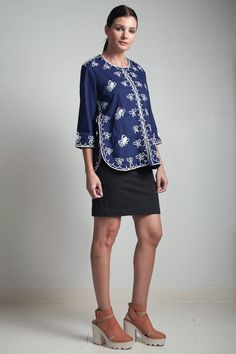 70s vintage cotton navy blue top shirt butterfly embroidery 34 sleeves round neck LARGE L