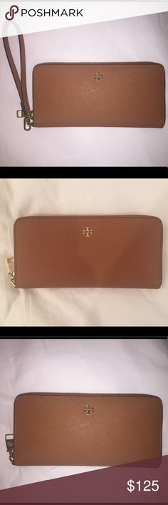 Tory Burch Wallet Perry Passport Leather Continental Wallet, lightly used, in great condition, perfect for travel Tory Burch Bags Wallets