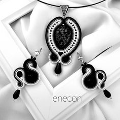 Jewelry set made in soutache technique with crystales semiprecious stone cabochon, onix, toho beads, soutache cord and leather finish. Pendant x 4 cm Earrings x cm Ribbon Jewelry, Boho Jewelry, Jewelry Sets, Beaded Jewelry, Jewelery, Unique Jewelry, Soutache Pendant, Soutache Necklace, Gold Bridal Earrings