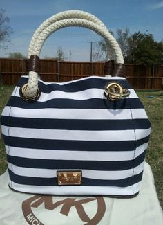 2ac5ab390cfe Buy navy blue and white michael kors purse > OFF65% Discounted