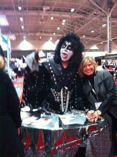 Kiss Strolling Table Promotional Events, Keynote Speakers, Special Events, Kiss, Tables, Entertaining, Mesas, Kisses, Funny