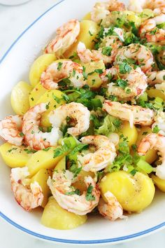This shrimp (or scampi) potato salad is very simple and so tasty. An easy recipe for a quick meal ready in minutes! Potatoes, shrimps, green onions, parsley, lemon and mustard vinaigrette. Easy Healthy Breakfast, Easy Healthy Dinners, Healthy Dinner Recipes, Cooking Recipes, Chicken Lunch Recipes, Spicy Shrimp Recipes, Healthy Salad Recipes, Food Dishes, Potato Salad