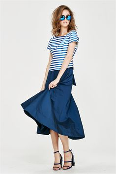 Transform this skirt from one colour to the next to suit your mood. The reversible piece is a wrap-around style that ties in a bow at the front. Simply tuck in a fitted top to maximise the proportions. Spring 2017 Size & Fit: Model is 177cm tall Model wears a NZ 8/ NZ S/ EU 36/ US 4 Wash Guide: Dry clean only. Select a high quality drycleaner. Gentle short cycle. Low moisture. Low temperature. Do not wring/drip dry. Do not allow exposure to direct sunlight. Cool iron with care on reverse...