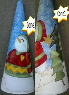 NOVIDADE, UMA CAPA FEITA EM PATCH APLIQUE QUE REVESTE O CONE. GOSTOU ENTÃO COMPARTILHE. Creative Crafts, Diy And Crafts, Cone Trees, Holiday Crafts, Holiday Decor, Christmas Stockings, Christmas Ornaments, Patch Aplique, Craft Fairs