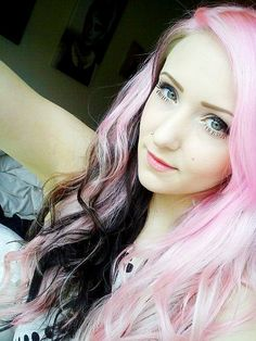 Hot hair chalk for girls #pastel #pink #hair #makeup www.loveitsomuch.com
