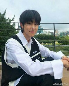 Find images and videos about kpop, Seventeen and on We Heart It - the app to get lost in what you love. Woozi, Wonwoo, Jeonghan, Hip Hop, Seventeen Minghao, Seventeen Debut, Carat Seventeen, Seventeen Memes, Seventeen Wallpapers