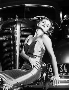Blonde Bomshell : 30's beauty model by tibchris, via Flickr