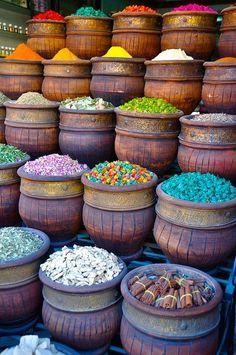 Baharatlar renga renk.