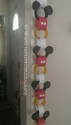 Mickey Mouse Disney paper chain! This would be awesome to use as a countdown for a Disney trip!