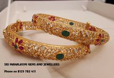 Gold Jewelry In China Refferal: 2336763712 Plain Gold Bangles, Gold Bangles Design, Gold Jewellery Design, Gold Jewelry, Jewelery, Urban Jewelry, Jewelry Design Earrings, Jewelry Model, Harems