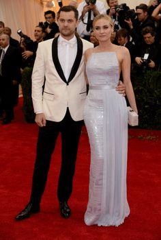 Joshua Jackson en costume Boss et Diane Kruger en Boss par Jason Wu, MET Gala 2014.