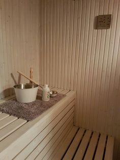 Målat om våran bastu med vit bastuvax från Tikkurila, beställde färgen på nätet från Bastubutiken.