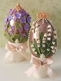 Elegant Easter eggs inspired by the legendary Fabergé eggs. Made entirely of Belgian chocolate, white chocolate flowers & lilac, & flavored with natural essential oils of muguet & violet / Cakes Haute Couture Pasteles de Alta Costura Happy Easter, Easter Bunny, Easter Eggs, Easter Chick, Chocolate Flowers, Easter Chocolate, Easter Cookies, Easter Treats, Easter Cake