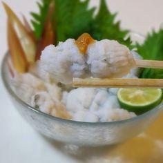 レシピあり!鱧の湯引き(鱧ちり) | KOICHIさんのお料理 ペコリ by ... 鱧はクセがなく淡泊な味わいです。 あっさり さっぱりして、 アミノ酸の旨みが感じられる夏の風物詩 鱧ちり(湯引き)です。