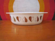 Golden Hearts was a promotional pattern made by Pyrex from 1958-1959. This is a 2 1/2 Quart oval casserole dish or baking dish. Perfect for cooking or serving. Great, retro, mid century look!  Base reads: 045 2 1/2 Qt. PYREX Made in U.S.A. 13  Measures 12.75 x 8.5 x 3.25  There are no chips or cracks, but there is some discoloration to to the bowl and some paint loss to the hearts. I am happy to combine items for cheaper shipping and promptly refund shipping overages in excess of $2...