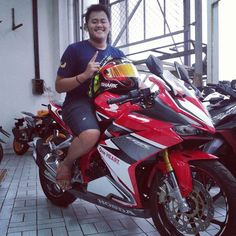 Pradwipa Mutianto in Indonesia with Shark R Pro with red-gold iridium visor Karting, Red Gold, Shark, Motorcycle, Vehicles, Cart, Motorcycles, Car, Sharks