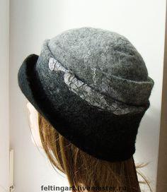 Love the ombre effect Felt Purse, Felt Hat, Fancy Hats, Cool Hats, Felting Tutorials, Fascinator Hats, Cloche Hat, Felt Fabric, Hat Making