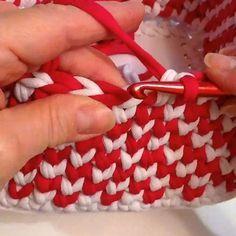 Специально для любителей вязать корзинки. В этот раз яркий праздничный вариант. Обратите внимание, лицевая сторона и изнаночная одинаково хороши.🌹Especialli for fans of knitting baskets. This time a festive option. Please note, the front side and the reverse is equalli good. 🌟#клатч #тапки #подарок #вязаниекрючком #трикотаж #интерьернаякорзина #трикотажнаяпряжа #коврик #ковер #трикотажнаялента #пуф #сумка #оригинальныевещи #табурет #вязание #люблювязать #инстамамс_ярмарка #iloveknitting…