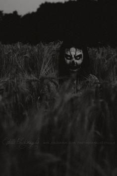 @Dastroul - Ten cuidado si sales al campo en la noche, pronto entenderás que la tierra no pertenece a nadie. Creepy Art, Creepy Clown, Creepy Horror, Horror Art, Arte Horror, Scary Scary, Creepy Kids, Scary Things, Creepy Pictures