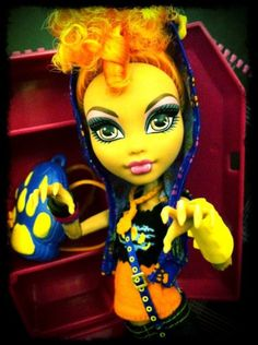 Monster High Doll: Howleen Wolf (daughter of the Werewolf) Cool Monsters, Famous Monsters, Love Monster, Monster High Dolls, Calling All The Monsters, Howleen Wolf, Monster High Characters, Season Of The Witch, Doll Painting