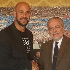 """SEMPRE E comunque Napoli: FOTO - ADL, stretta di mano con Reina: """"Bentornato..."""