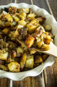 Worth every minute of cook time, this famous crispy potato casserole is a guaranteed crowd pleaser! The holy grail of vegan potato recipes! Potatoe Casserole Recipes, Potato Recipes, Veggie Recipes, Whole Food Recipes, Vegetarian Recipes, Healthy Recipes, Vegan Meals, Potato Dishes, Vegan Foods