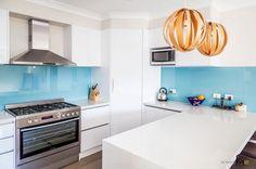 Image result for белая кухня голубой фартук