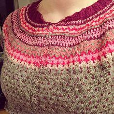 Ravelry: Project Gallery for Damejakka Loppa / Flea – a lady's cardigan pattern by Pinneguri Cardigan Pattern, Fleas, Knits, Ravelry, Crochet Top, Knitting, Lady, Tops, Women