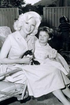 Jayne mansfield and his daughter jayne marie.