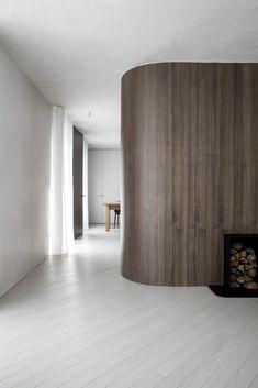 Light Wooden Floor, Wooden Centerpieces, Minimal Home, Wooden Flooring, Wooden Doors, Built Ins, Minimalism, Interior, House