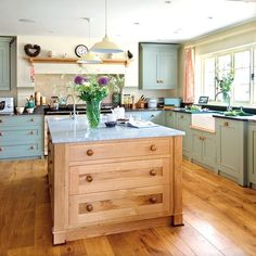 Shaker-style country kitchen | Country kitchen ideas | PHOTO GALLERY | Beautiful Kitchens | Housetohome