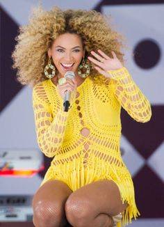 We love this look! Beyonce with dark roots and candyfloss blonde curls #beyonce #hair