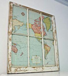 Un cadre avec une planisphère mappemonde réalisée à partir d'une vieille fenêtre recyclée - déco DIY upcycling