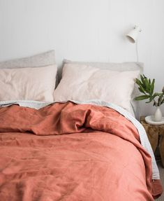 Inspired by the dusty colours of clay, our exclusive Desert Rose has all of the earthy tones that will transform your bed. paired with French linen classics such as Blush and Soft Grey Stripe. Interior Exterior, Home Interior, Color Terracota, Ideas Hogar, Bed Linen Design, Design Your Home, Sweet Home, Cool Beds, Quilt Cover
