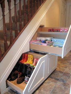 What a clever use of unused space under the stairs. Via stair storage co