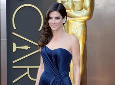 Oscars 2014 : Sandra Bullock : glamour en robe bustier, elle repart les mains vides mais garde le sourire !